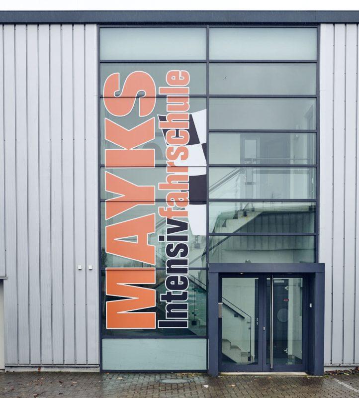 Mayks Intensivfahrschule in Harburg Außenansicht Rückseite